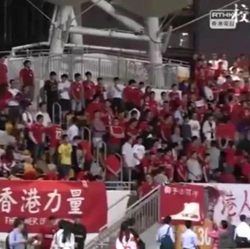 这一幕又发生 部分香港青年在奏唱国歌时发出嘘声